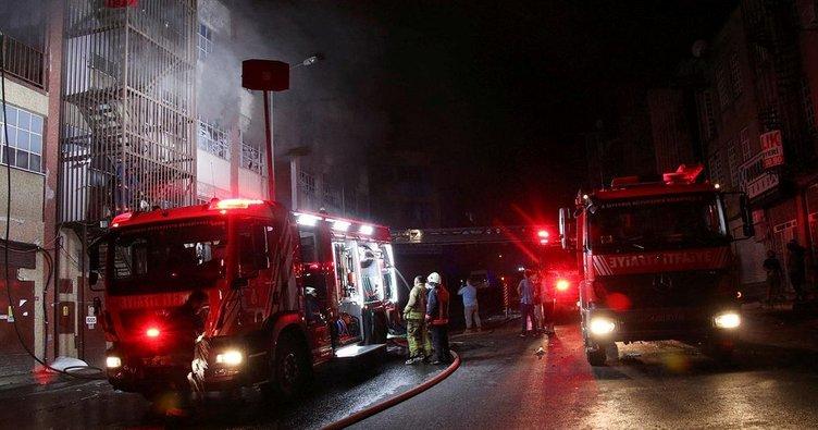 Bayrampaşa'da çorap fabrikasında yangın
