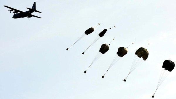 Paraşütçü komandolardan 'Şehitlere Saygı Atlayışı'