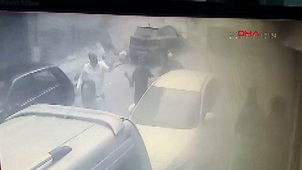 İstanbul Zeytinburnu'nda çöken binanın altında kalmaktan son anda kurtulan kadın kamerada