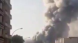 Son dakika! Beyrut'tan yeni görüntüler geldi! Patlama anını çeken kameramanın durumu bilinmiyor! | Video