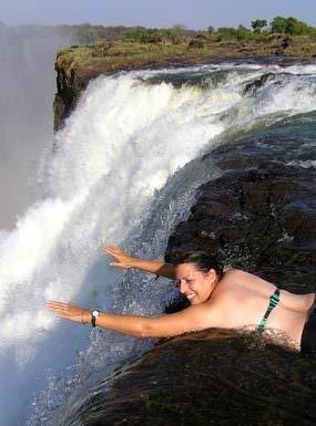 Dünyanın en görkemli şelalelerinden Victoria Şelalesi