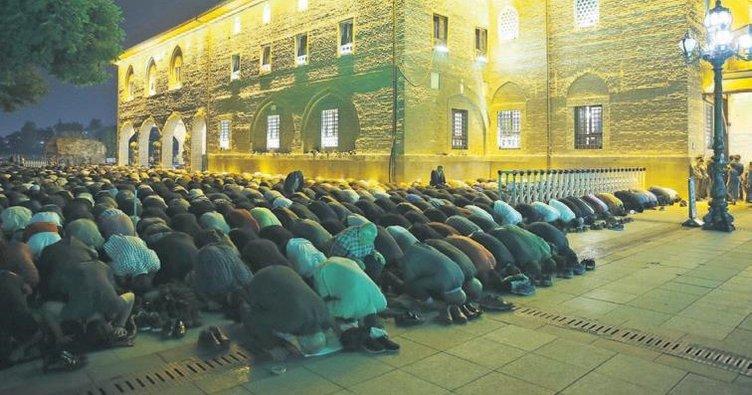 Kadir gecesi'nde birlik duası