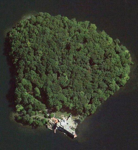 Brad Pitt'e ada satın aldı