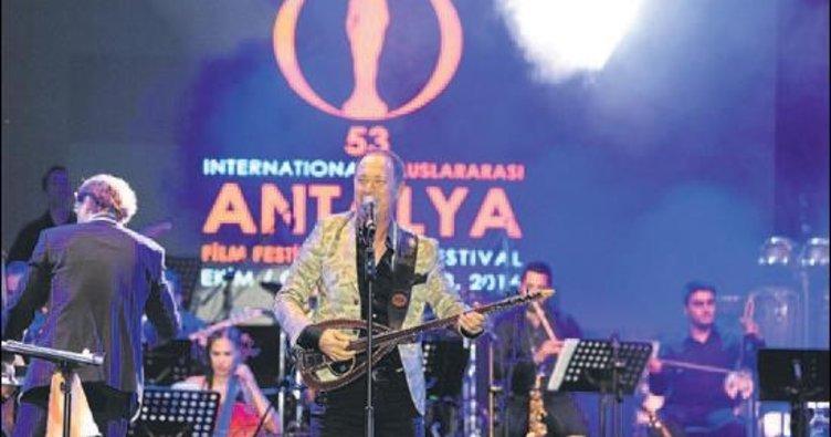 Sümer Ezgü ile yöresel senfoni türküye doyurdu