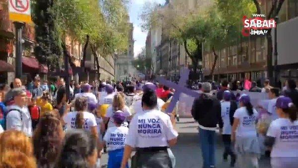 Meksika'da Kadına Yönelik Şiddete karşı yürüyen kadınlar polisle çatıştı   Video