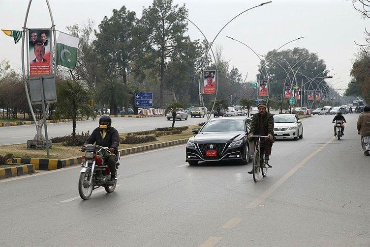 Başkan Recep Tayyip Erdoğan'ın Pakistan ziyareti öncesi sokaklarda dostluk afişleri!