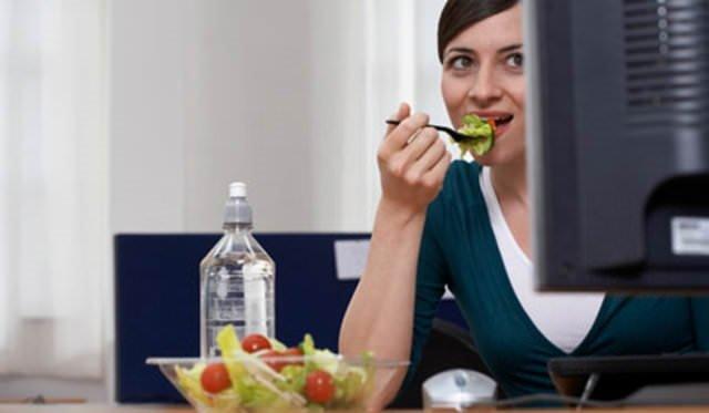 Masa başı çalışanlara özel beslenme önerileri