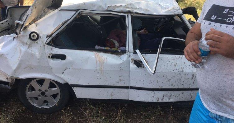Otomobilde sıkışan sürücüyü kurtarmak için vatandaş seferber oldu