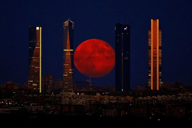 Ay hiç olmadığı kadar büyük ve parlaktı