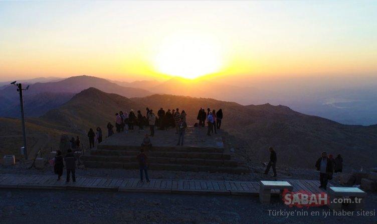 'Dünya mirası' Nemrut'a ziyaretçi akını...