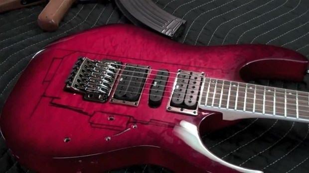 Gitardan bakın ne yaptı!