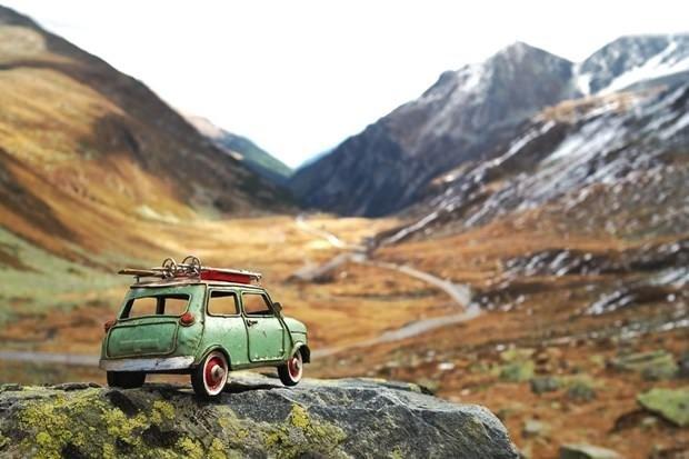 Oyuncak araba ile dünya turu!