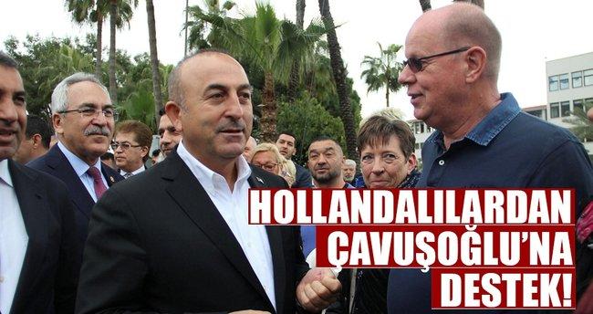 Hollandalılardan Çavuşoğlu'na destek