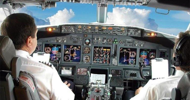 Pilot kahve dökünce uçak acil iniş yaptı