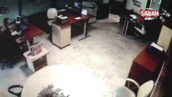 Son dakika! İzmir'de meydana gelen 6,6 büyüklüğündeki depremin şiddeti güvenlik kamerasında | Video