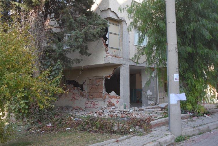Son dakika haberi: İzmir'deki şiddetli depremin ardından vatandaşlar bölgeyi terk etti! Sessizlik hakim oldu