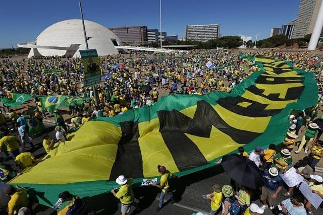 Brezilya hükümete karşı!