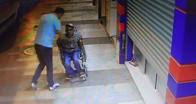 Yürüme engelli vatandaş sokak ortasında darp edildi