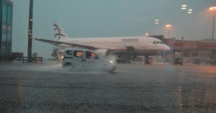 Hava trafiğine yağmur engeli