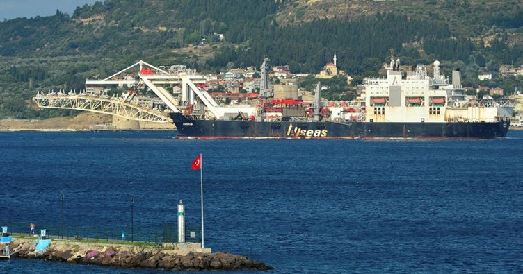 Türk Akımı inşaatında çalışan gemi Çanakkale Boğazı'ndan geçti
