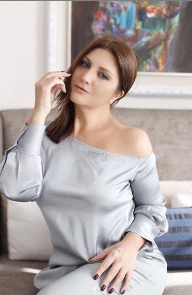 Sibel Can Photoshop'un abartınca olay oldu! 50'lik Sibel Can 26 yaşındaki kızı Melisa'ya benzedi!