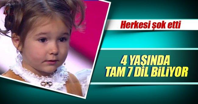 Dört yaşında 7 dil biliyor