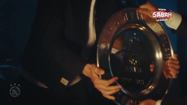 Ajax yapılmayanı yaptı! Şampiyonluk kupasını eritti, taraftarına gönderdi   Video