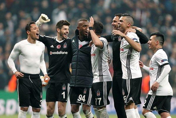 Asamoah Gyan: Devre arasında namaz kılan futbolcuları görünce...