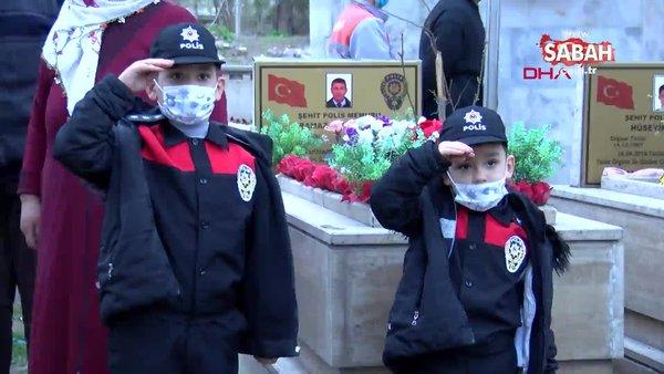 Kayseri'de Şehir Polis Ramazan Kırboğa'nın kabrini ziyaret eden çocukları dua etti