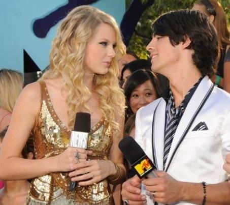 Taylor Swift 4 yıla 12 sevgili sığdırdı