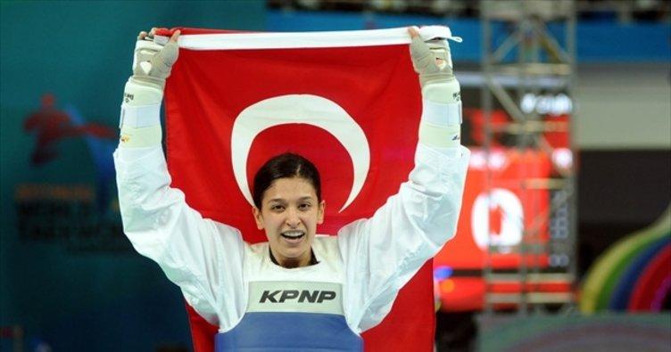 Cumhurbaşkanı Erdoğan'dan, dünya şampiyonu tekvandoculara kutlama!