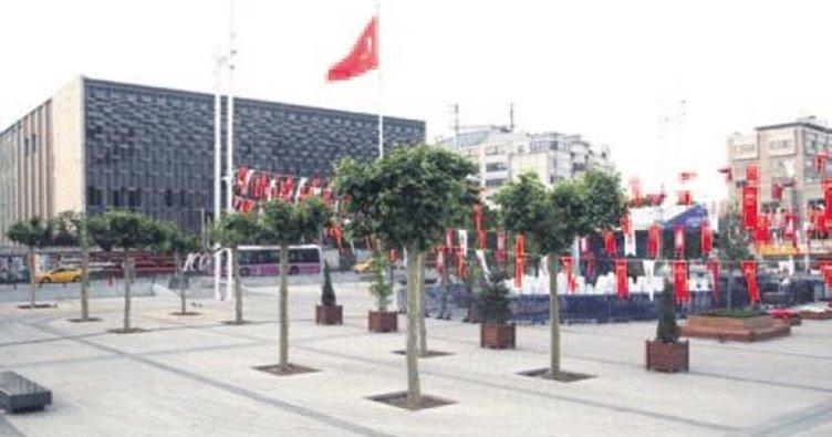 Taksim Meydanı'na 20 ağaç dikildi