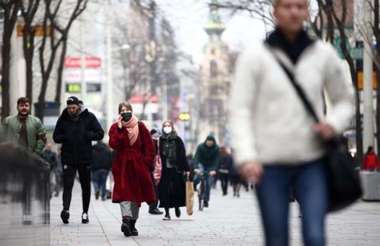 SON DAKİKA HABERLER: Korona salgını Avrupa'da hortladı! Rekor seviyelerden sonra sarılma odaları oluşturuldu
