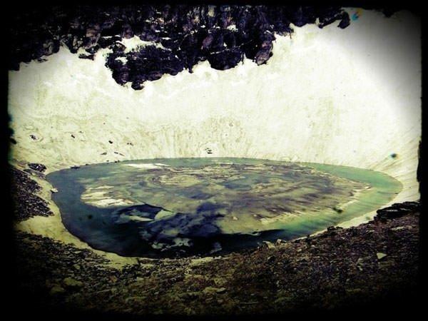 Burası dünyanın en esrarengiz gölü