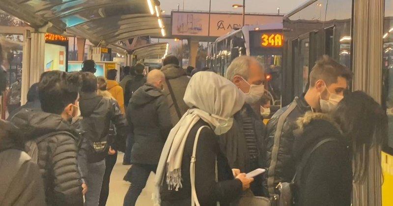İstanbul'da metrobüs duraklarında yoğunluk - En Son Haber