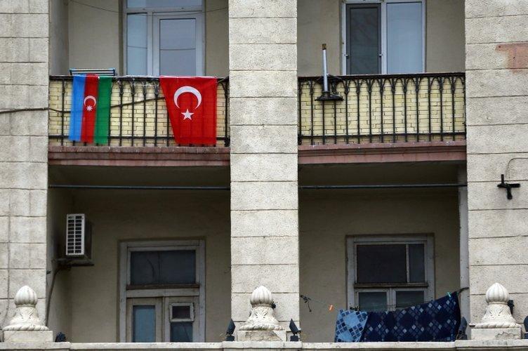 Türk askeri Azerbaycan'da! Bakü sokaklarında 'Vatan sana canım feda' sesleri