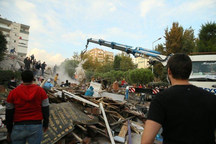 İzmir'de deprem sonrası yürek yakan görüntüler! Yeni enkaz görüntüleri...