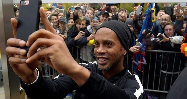 Ronaldinho futbolu bırakıyor mu?