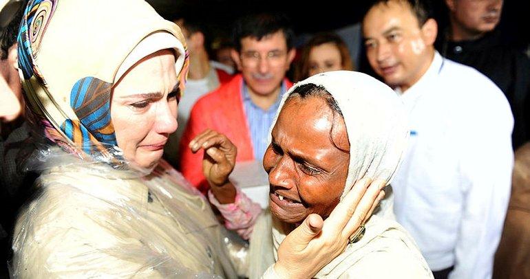 Emine Erdoğan'a Londra'da insanlığa hizmet ödülü verildi