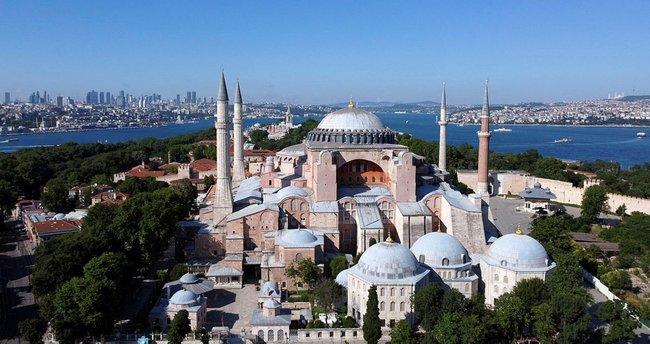 Yunan papaz haddini aştı! Türkiye ve Ayasaofya ile ilgili küstah açıklamalar