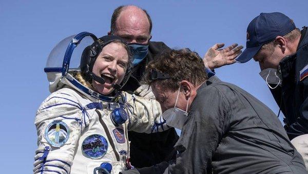 Van Gölü'nün uzaydan fotoğrafını çeken ABD'li Astronot Kate Rubins dünyaya döndü!