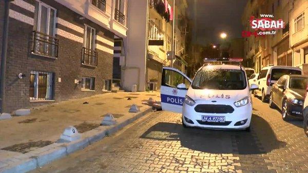 İstanbul Üsküdar'da yalnız yaşayan genç evinin önünde ölü bulundu   Video