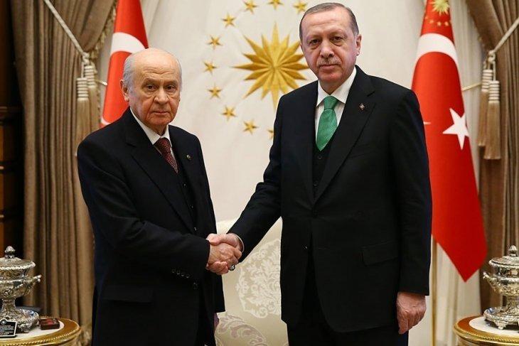 2f001ce8aa538 Kampta, ayrıca Türkiye'nin ekonomik ve siyasi gündemine ilişkin sunumlar  yapılacak. MHP liderinin kampta, yerel seçimlere yönelik mesajlar vermesi  de ...