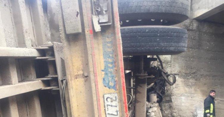Pancar yüklü kamyon dereye uçtu: 1 ölü