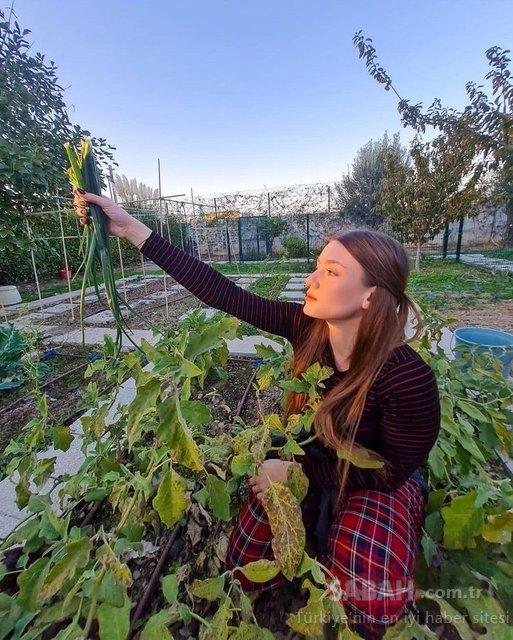 Güzel oyuncu Gizem Karaca organik tarımı çok sevdi! Gizem Karaca evinin bahçesinden yeşil soğan topladığı kareleri paylaştı...