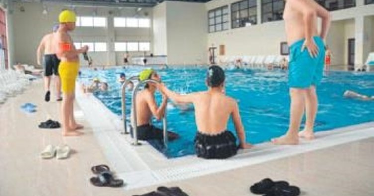Kavurucu sıcaklarda havuzlar dolup taştı