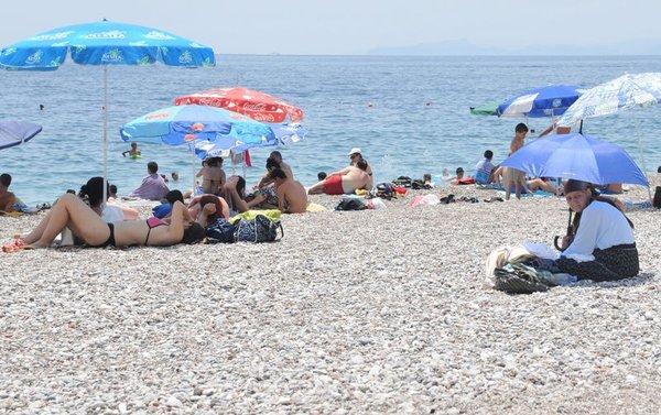 Antalya'da sıcak hava bunaltıyor