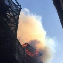 Son dakika: 3 katlı bina alev alev yandı