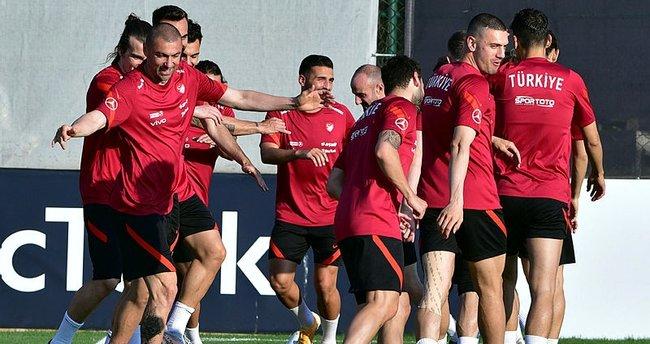 Son dakika: Şenol Güneş EURO 2020'ye gidecek 26 kişilik kadroyu açıkladı! Çıkarılan 4 isim belli oldu…
