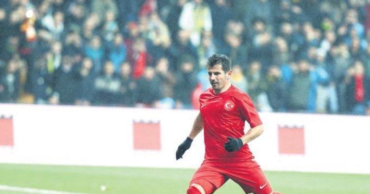 Fenerbahçe'de ilk imza Emre Belözoğlu'ndan